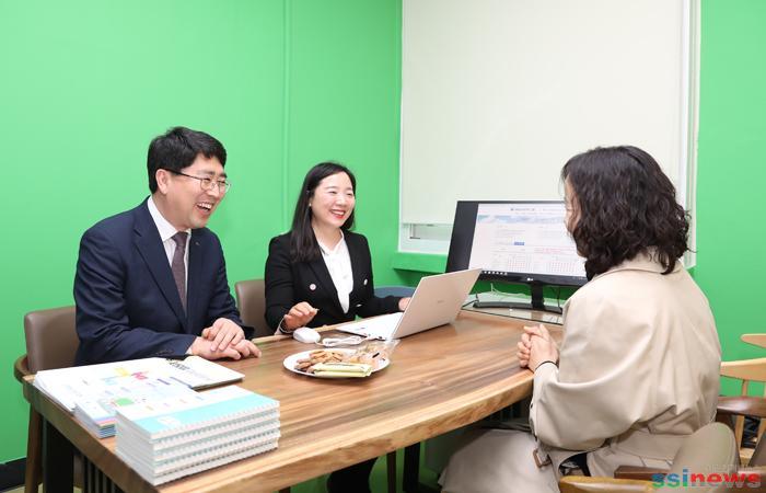 (서산)0625 서산시, 서산진로진학상담센터 시민들로부터 큰 호응!! 2.jpg