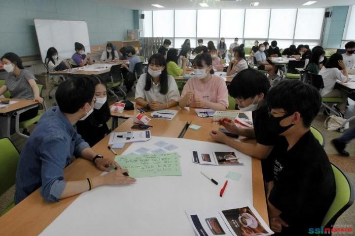 2. 지난11일 서산뭉화복지센터 청소년참여예산제 워크숍을 진행하고있다.1.jpg